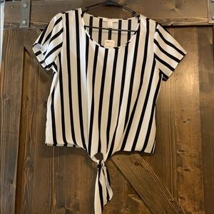 Brand new, Forever21 black&white stripe top size S